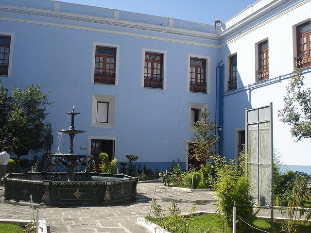 Resultado de imagen de imagenes de patios entre edificios