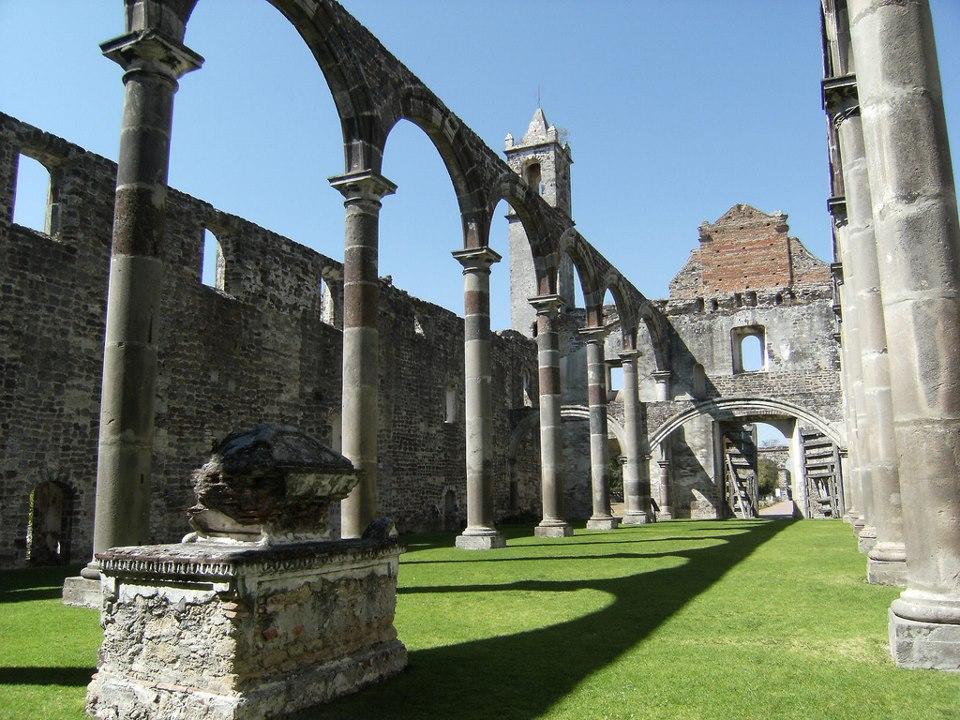 Ruinas del Ex Convento de Tecali de Herrera, situado en los alrededores de Puebla