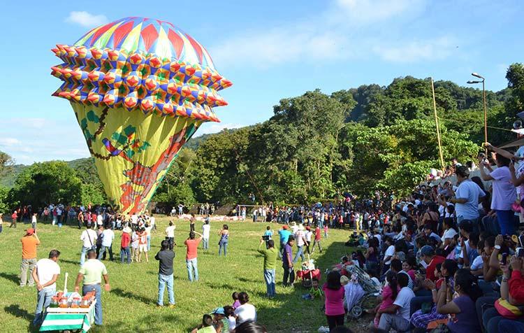 tuzamapan-puebla-globos-cantoya-gigantes