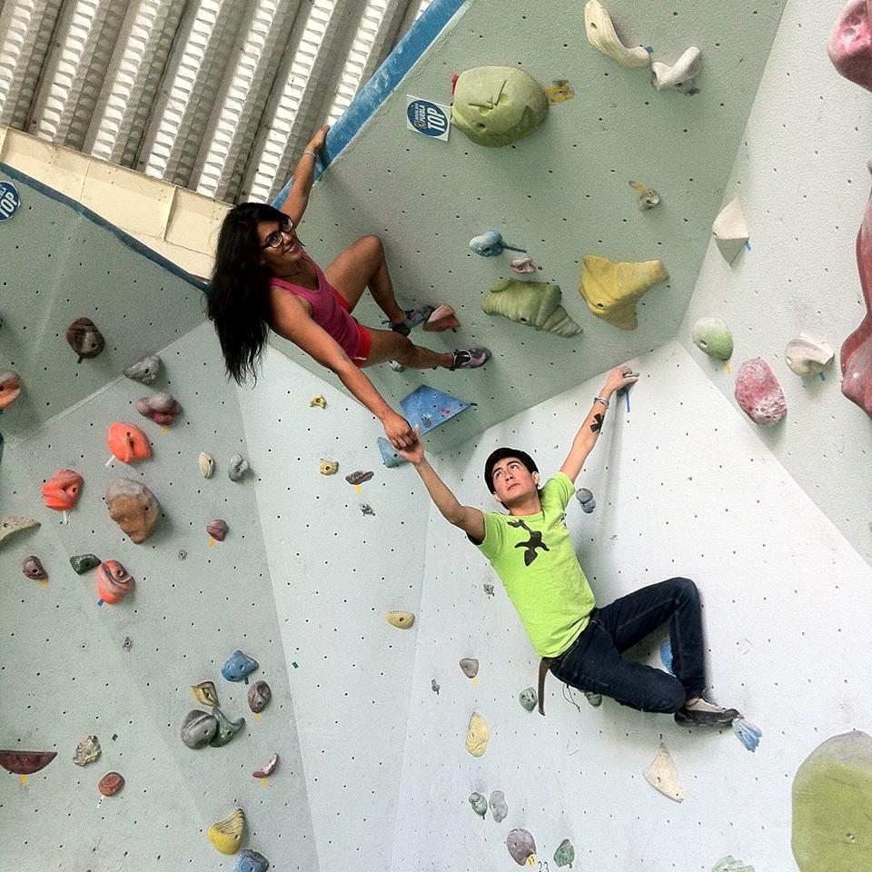 Personas escalando muros en Rocódromo Fusión